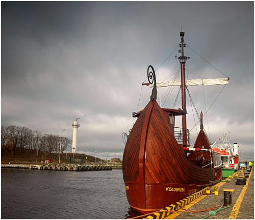 ...listopad w Kołobrzegu...wejście do portu...