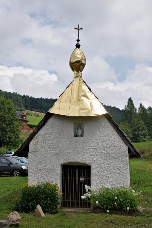 Kapliczka na wejściu do Rezerwatu Biała Woda