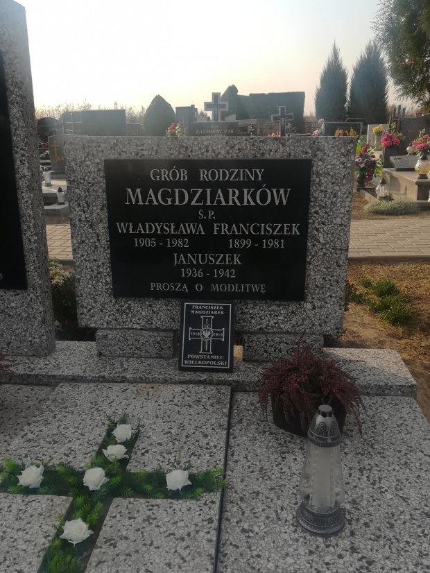 Cm w Dobrzycy, grób Powstańca Wielkopolskiego