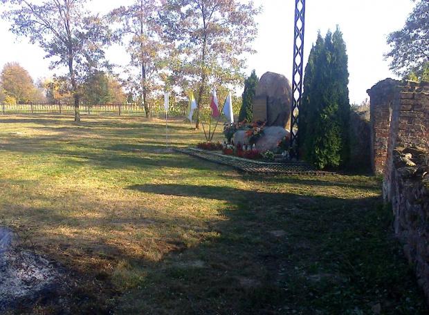 Próchenki, opłotowany cmentarz wojenny