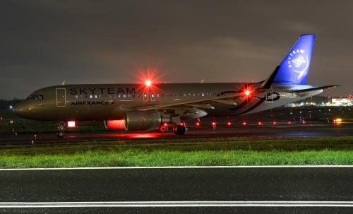 Air France do Paryża oczekujący na start.