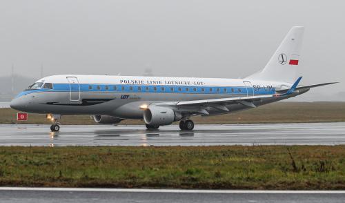 Samolot LOTu w retro szacie graficznej tydzień po malowaniu.